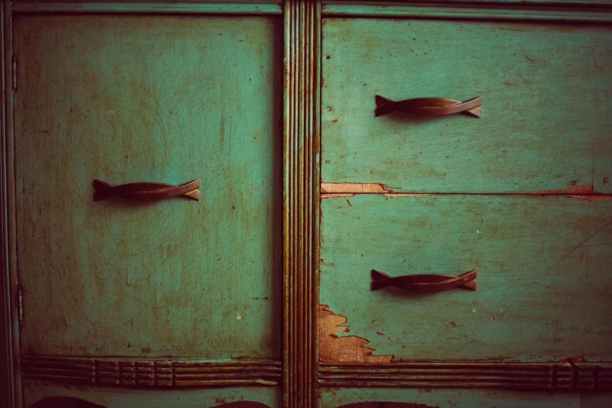 Comment bien peindre des portes de placard - Peindre des portes de placard en melamine ...